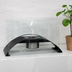 Curved front bio fireplace in steel and glass. 1,2L burner that provides up to 3h burning.