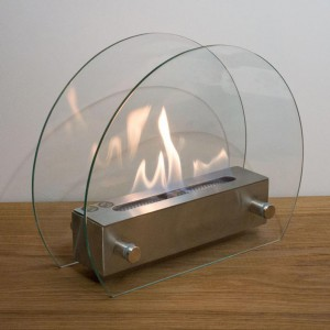 Circular tabletop fireplace wit glass panels on the sides. Easy to move at only 5 kg.