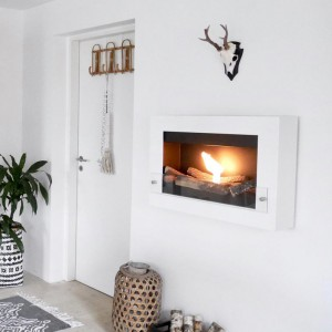 Beautiful wall mounted fireplace in white. Including a 1.5 l burner and a glass window panel.